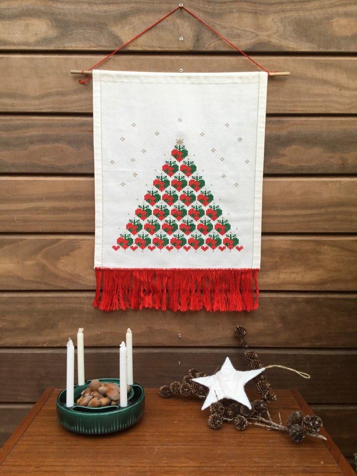 broderi#håndarbejde #julehjerte #jul#julidanmark #jul2019 #juleting#juletræ #vintagejul #julepynt #tilsalg#sælges #forsale