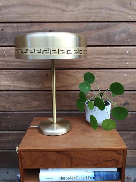 #vitrika #vintagelamp#bordlampe#vitrikachief#chiefbordlampe#tablelamp #brass #alulampe#vintage#belysning#paulinekdk#vejle#indretning#boligindretning#midmod#danishdesign#scandinaviandesign#interiør