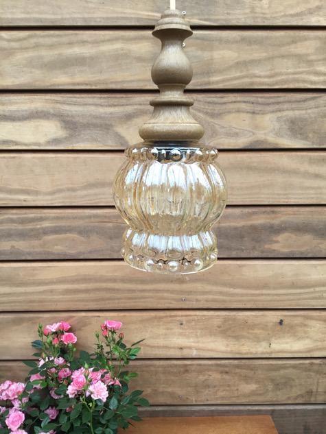 #vintagelamp #vintage #perlemor#ravfarvetglas #glas #messing#orrefors #bubbleglass #belysning#vintagependel #lampe#danishdesign #antikpendel#antik #tilsalg #sælges#midcenturymodern #danishmodern#forsale #loppefund #genbrug#midmod #classic #interiordesign#homedecor#paulinekdk#vejle